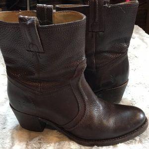 FRYE Jane Trapunto brown leather Bootie sz 7.5